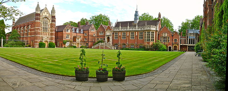 College_Old_Court_Panorama_from_North-West_corner