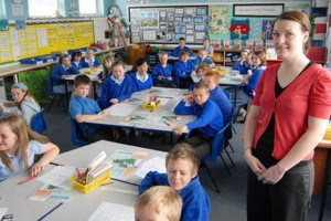 teacher-claire-grainger-with-her-class-631306932
