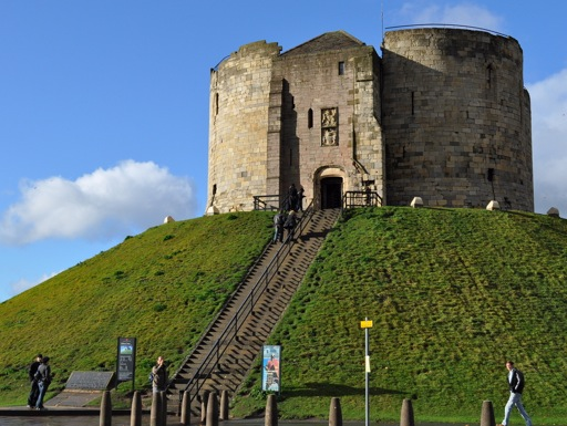 castles_in_york_cliffords_tower_external